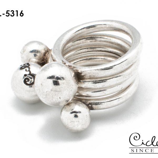 Дизайнерские украшения. Сделано вручную в Мадриде. Испанская бижутерия Ciclon: кольцо 5316